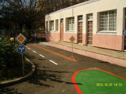 Учебна площадка за безопасност на движението - ДГ 53 Дядовата ръкавичка - София, Банишора